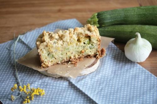 Crumble cake à la courgette, chèvre frais, et coppa