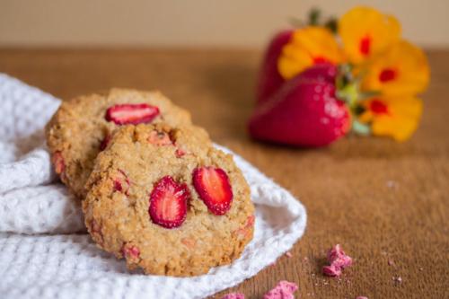 Biscuits flocons d'avoine, fraise et pralines