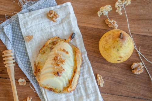 Tartelettes feuilletées bleu d'Auvergne, poire et miel