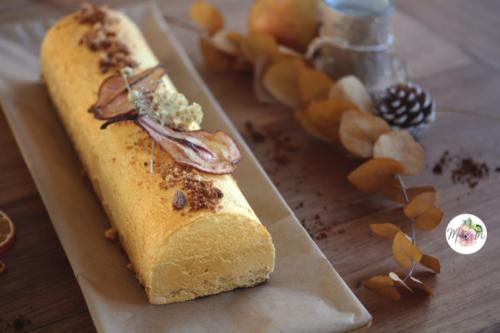 Buche vanille, chocolat dulcey et insert de poire caramélisée