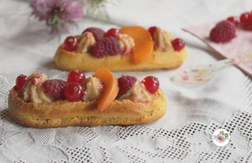 Eclair verveine, framboise, groseille et abricot, éclats de pralines roses